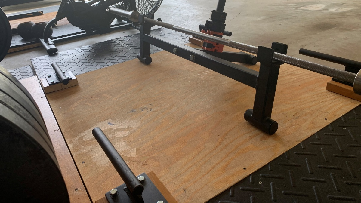 Deadlift jack and band pegs