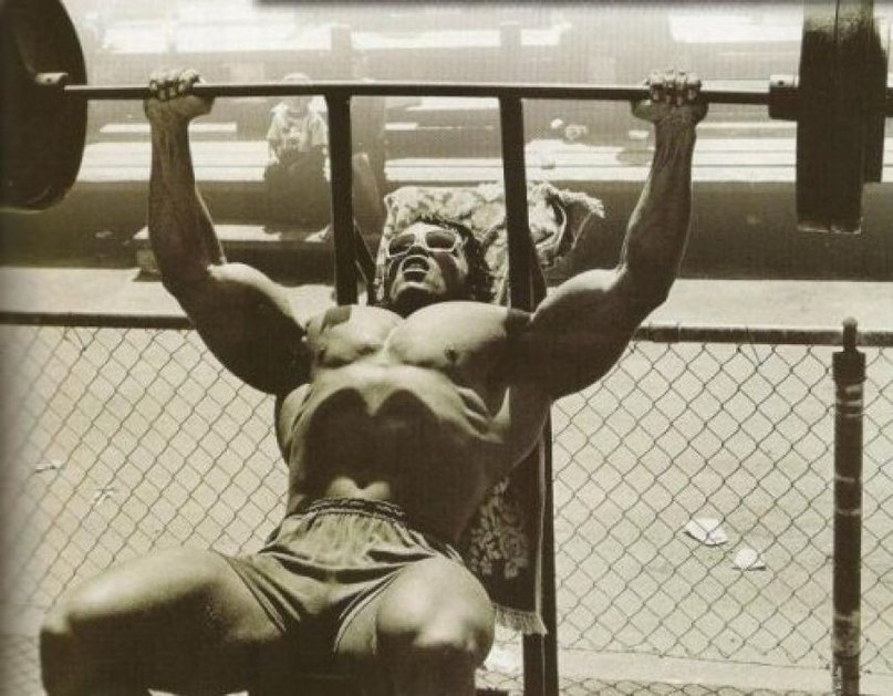 Arnold bench pressing in a narrow rack