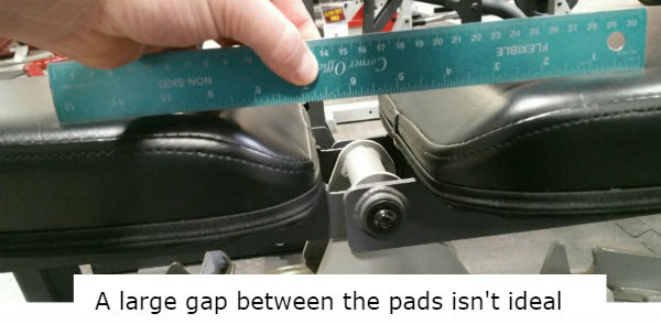 large pad gap of weight bench