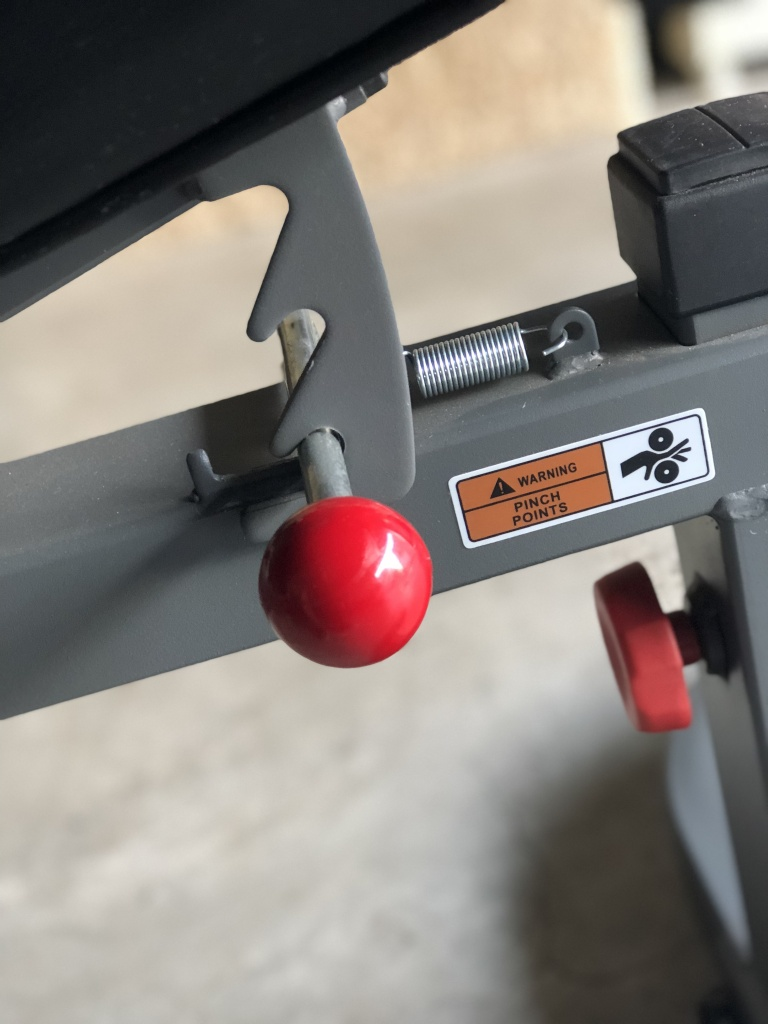 XMark seat adjustment for adjustable utility bench